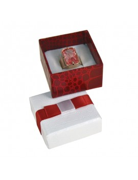 Caja de carton imitacion cocodrilo  con lazo para anillo ATL2